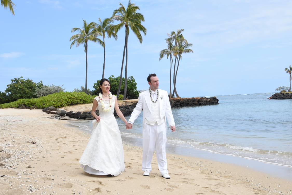 Wedding dress gowns tuxedos by bridal dream hawaii for Honolulu wedding dress rental